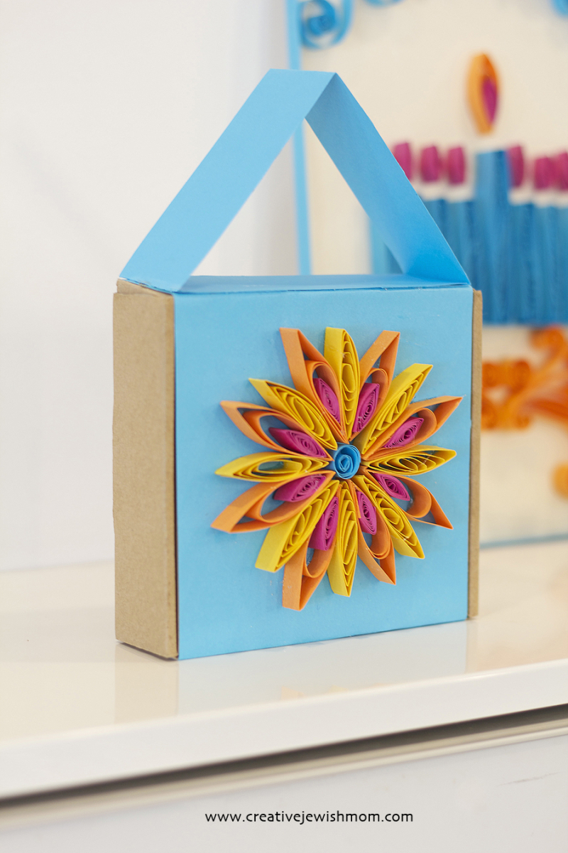 Quilled Hannukah gift box house shape