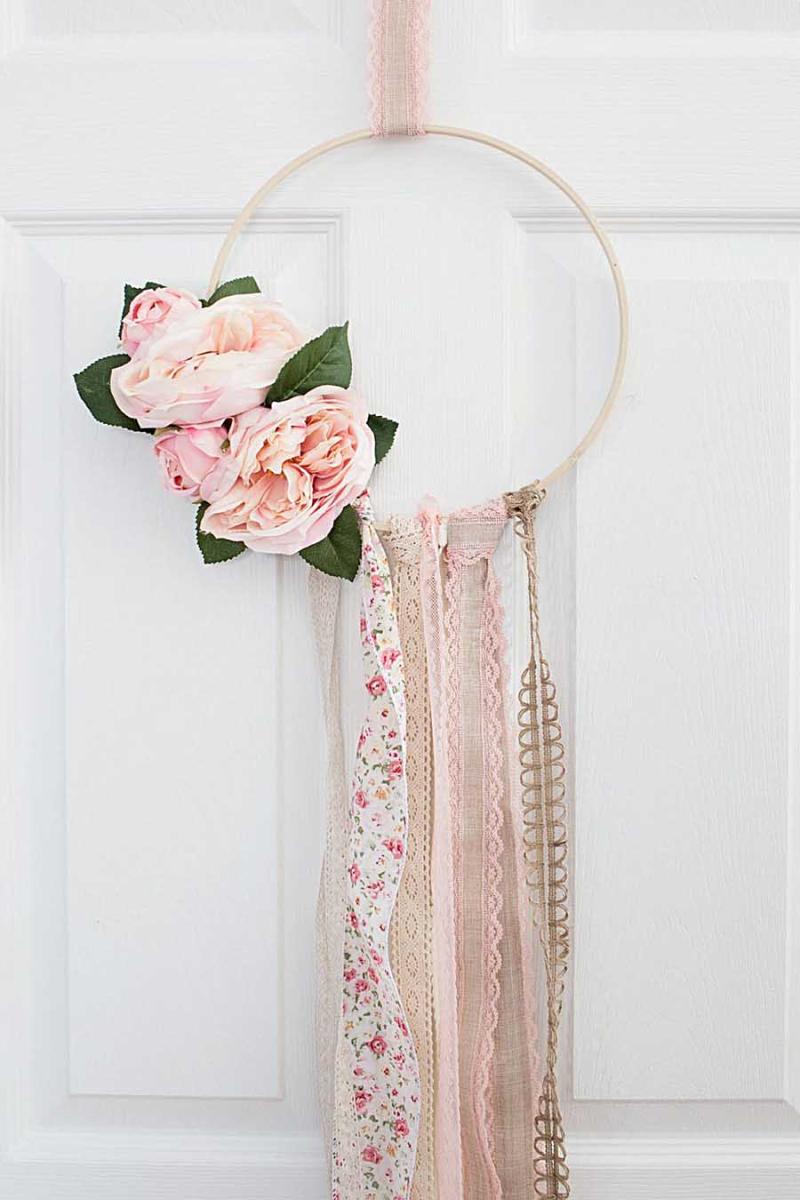 Simple Hoop wreath with ribbons