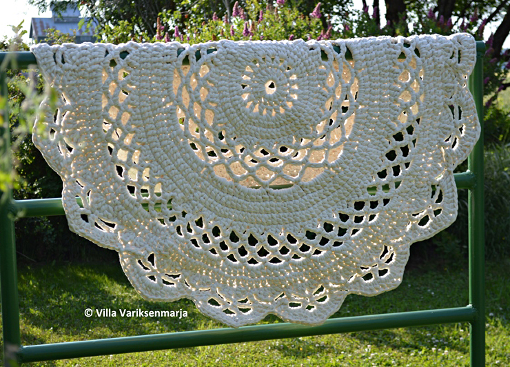 Crocheted Doily Rug Pattern in Finnish