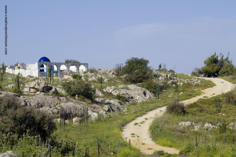 Elkana's Gravesite Approach