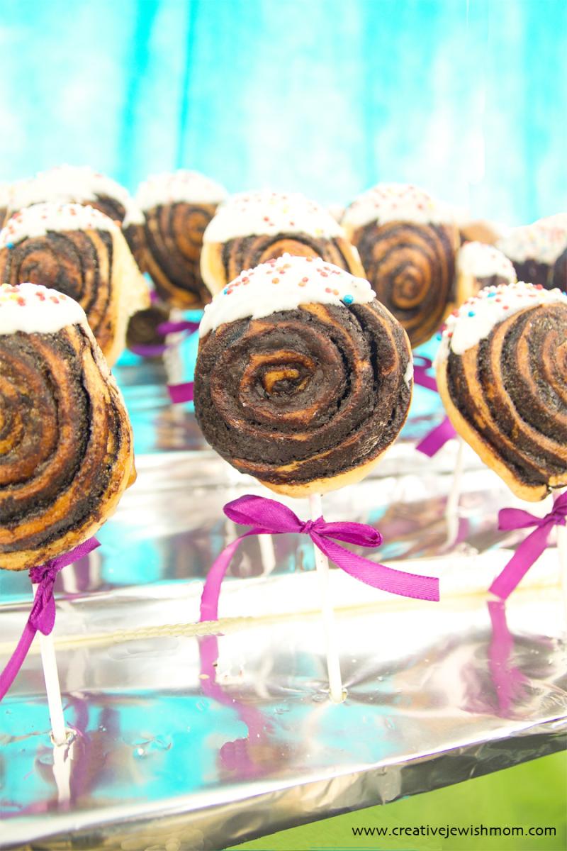 Cinnamon Roll Cake Pops So simple