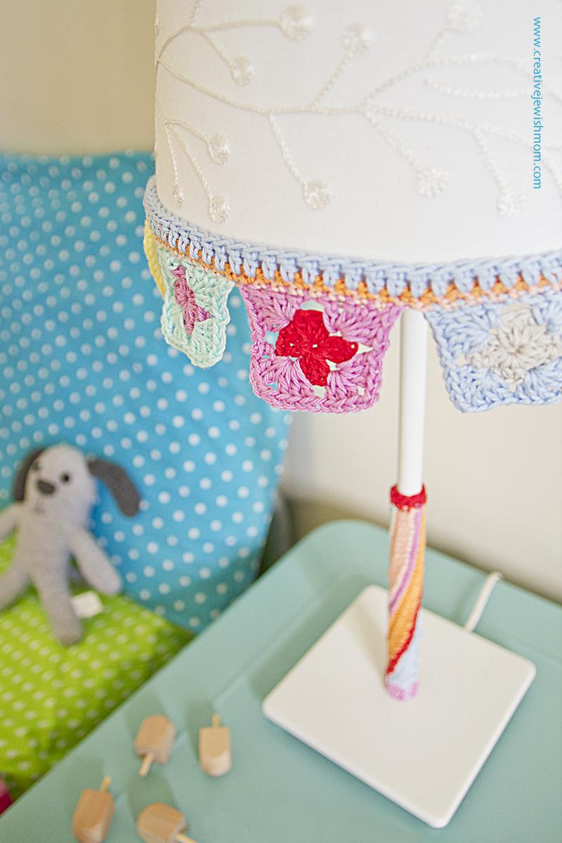 Crocheted Lampshade trim closeup
