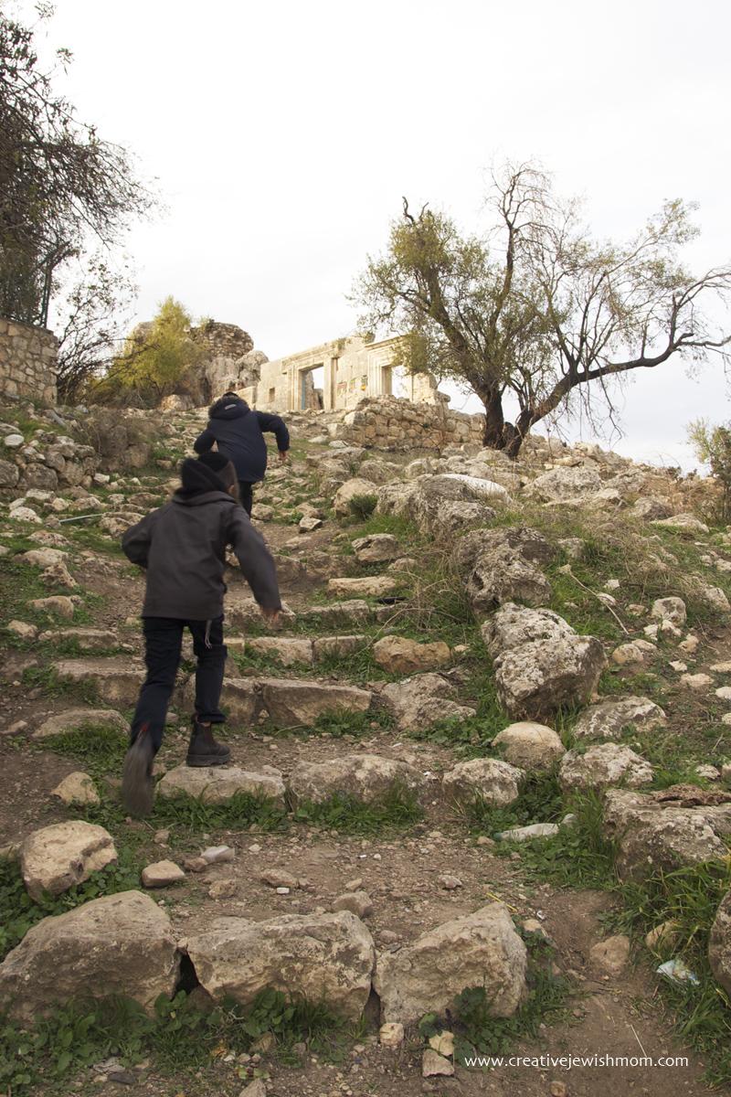 Meron Archeology Yeshiva Rebbi Shimon Going Up