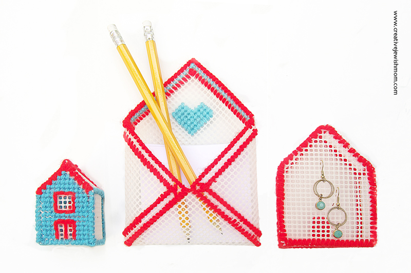 Plastic Canvas Envelope Memo holder with houses