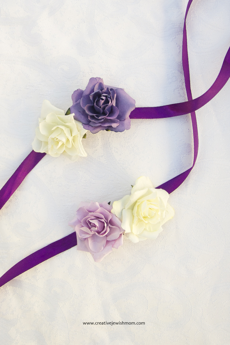 Flower and ribbon napkin rings DIY