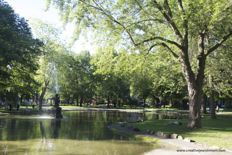Montreal Outremont Park With grass and fountain