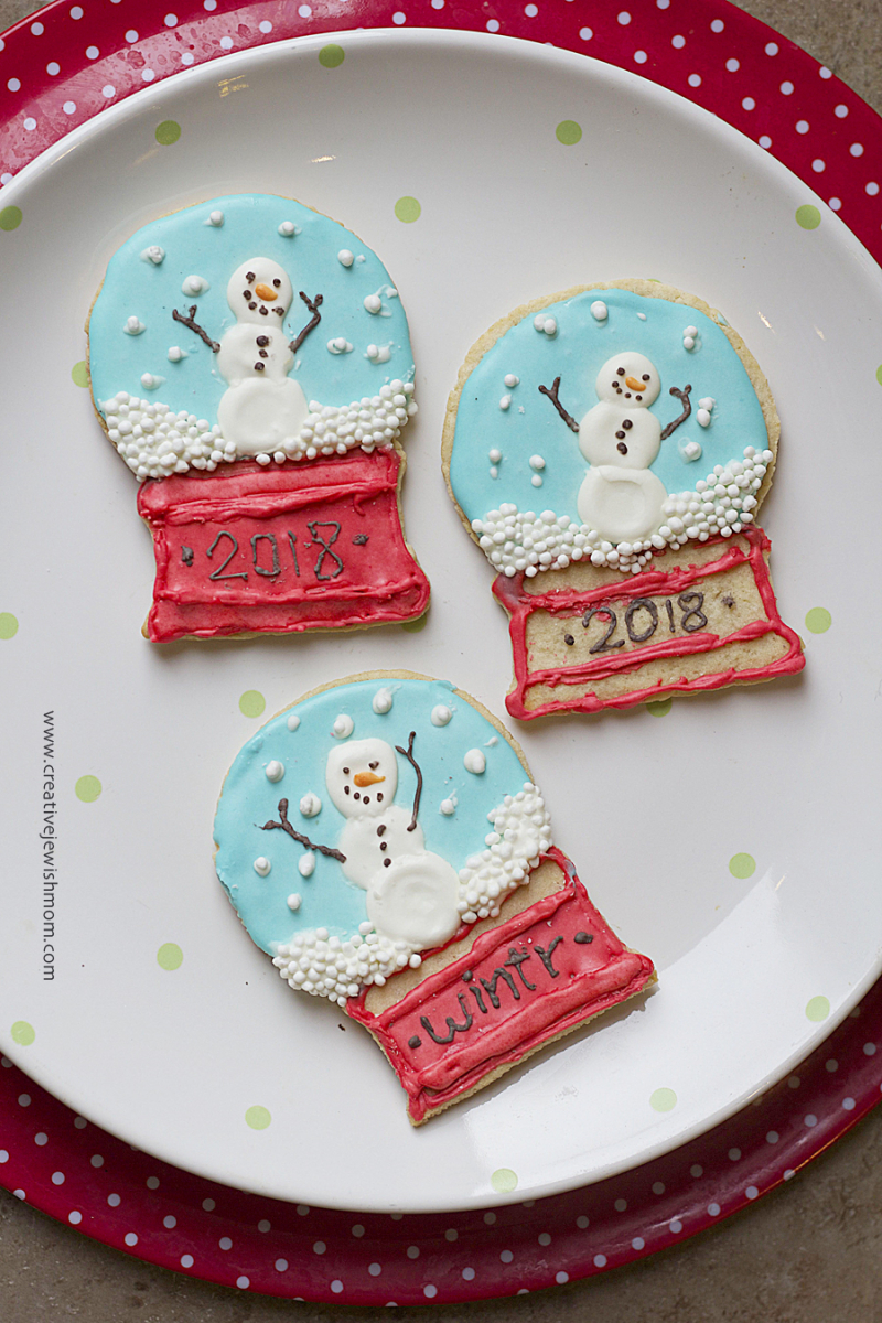 Snowglobe cookies with snowman
