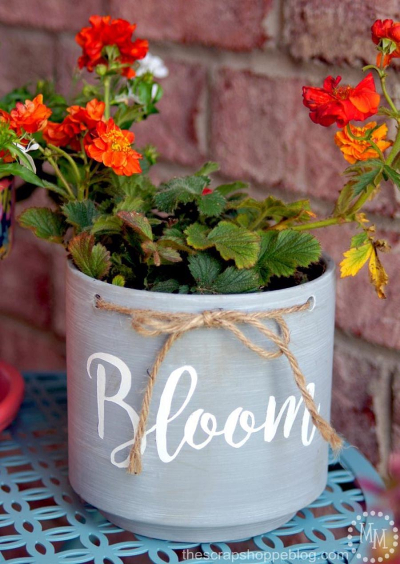 Planter with bloom word