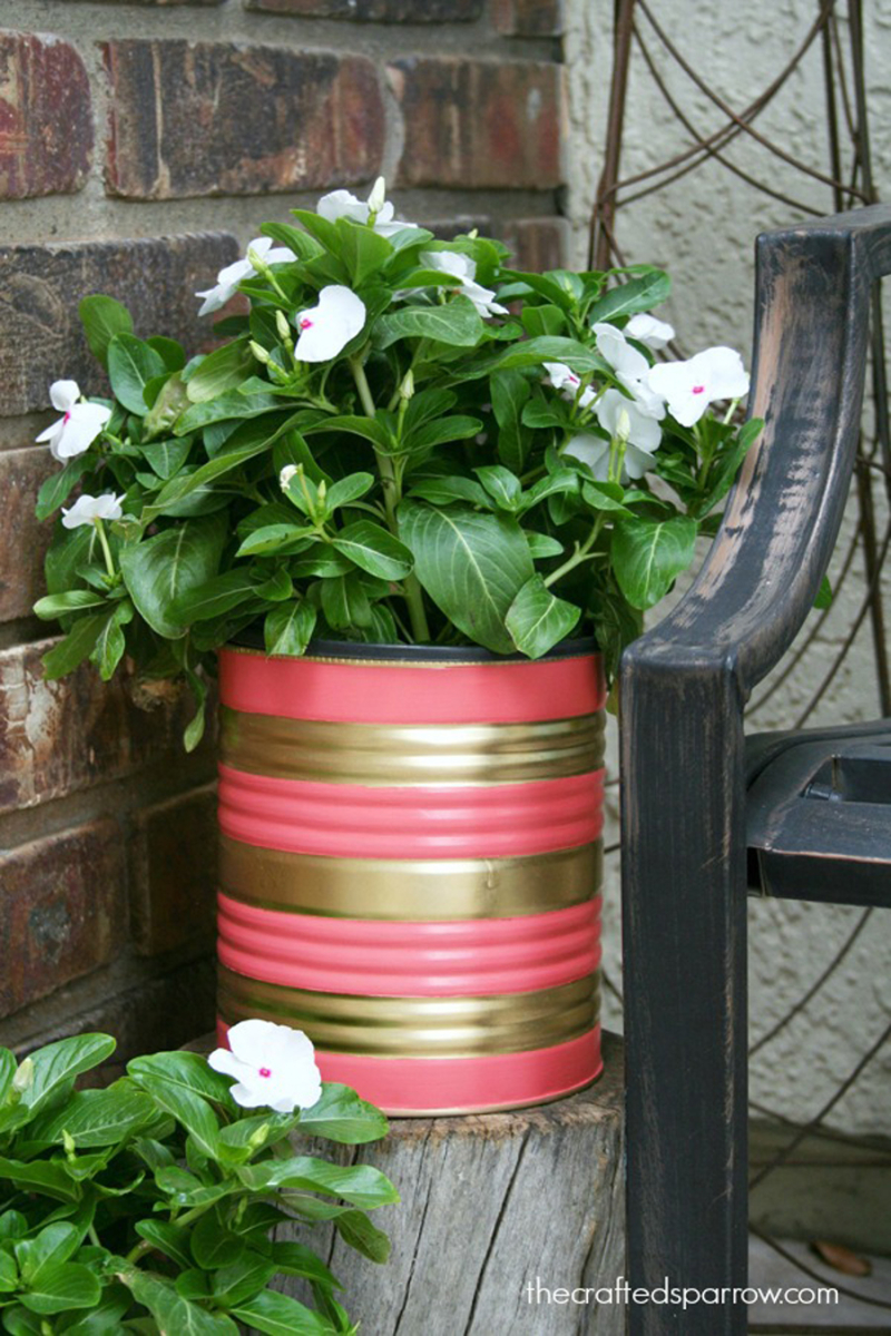 Painted-Tin-Can-Planter-woth-stripes