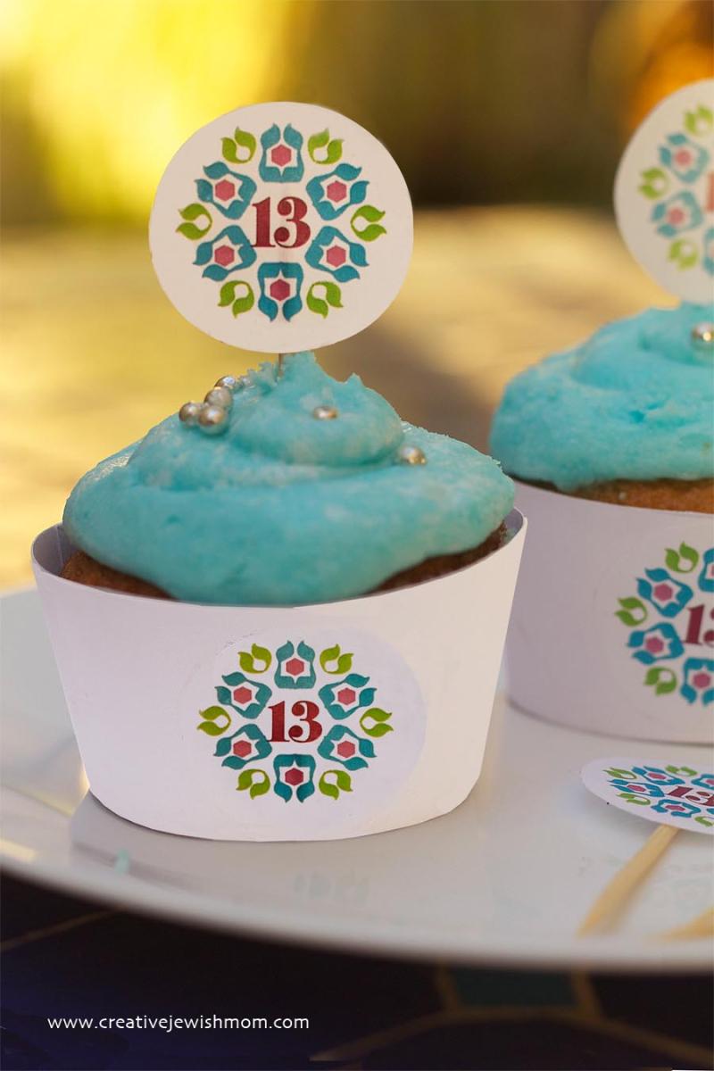 DIY Logo cupcake sleeve