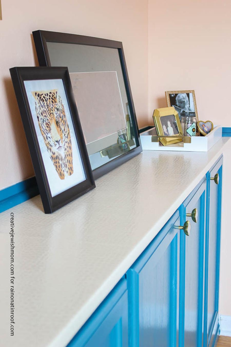 DIY vinyl-wrapped-countertop-for-built-in-cabinets