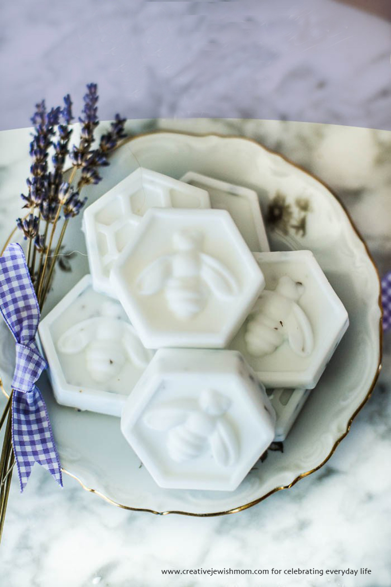 DIY-lavender-bee-soap