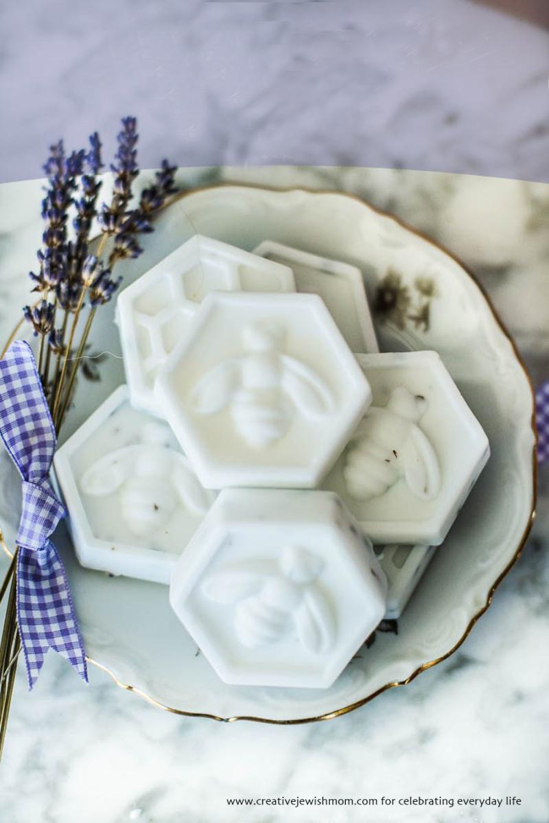 DIY-lavender-bee-soap