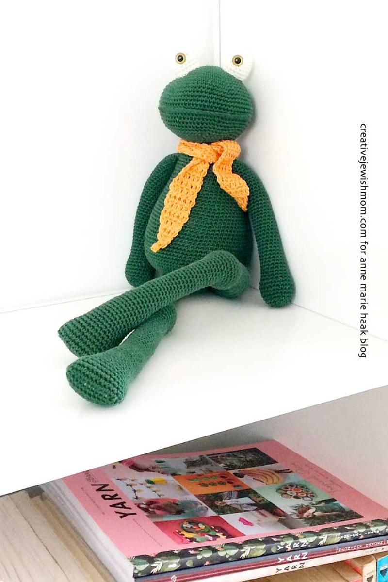 Crochetedfrogstuffedanimal