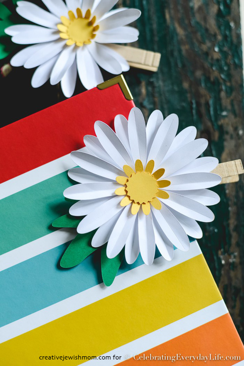 How-to-Make-an-Easy-Paper-Daisy