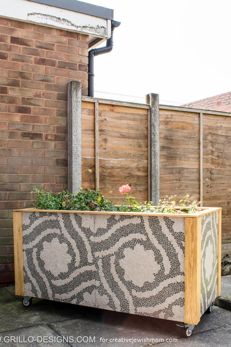 Rolling-large-diy-trough-planter