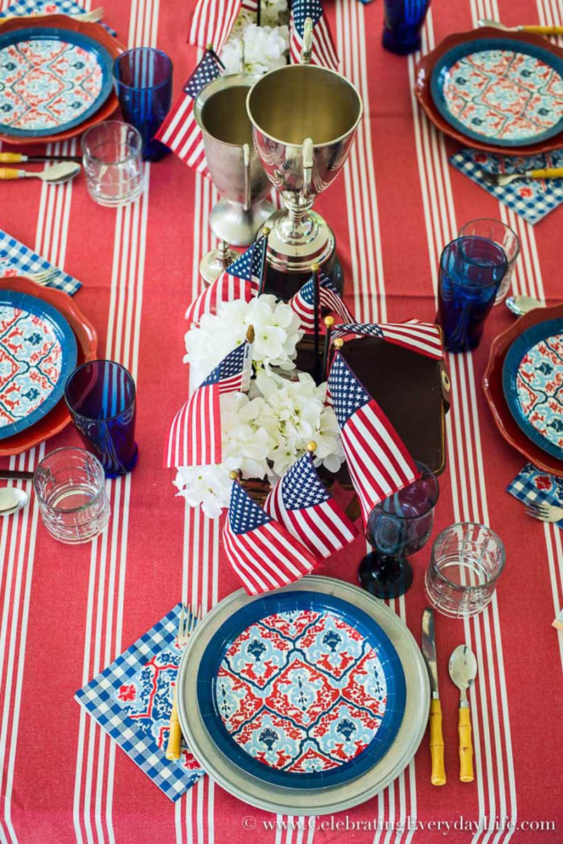 Fourth-Of-July-Centerpiece-With -Trophies