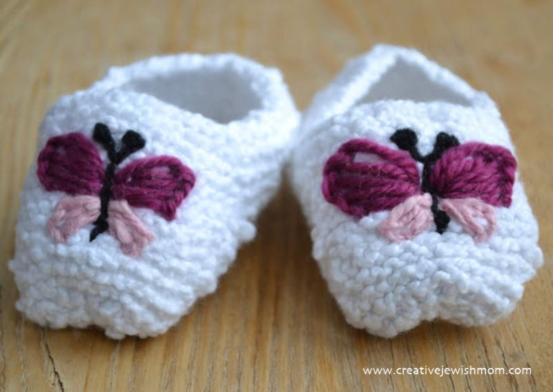 Knit-baby-booties-with-butterflies