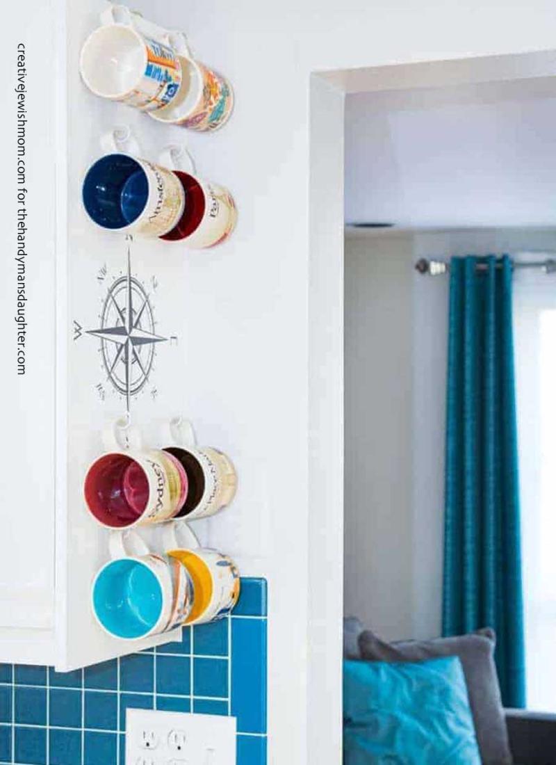 DIY-souvenir-mugs-display