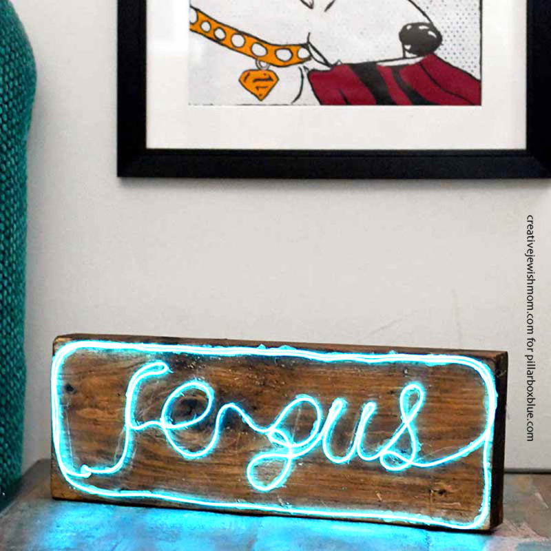 DIY-neon-name-plaque