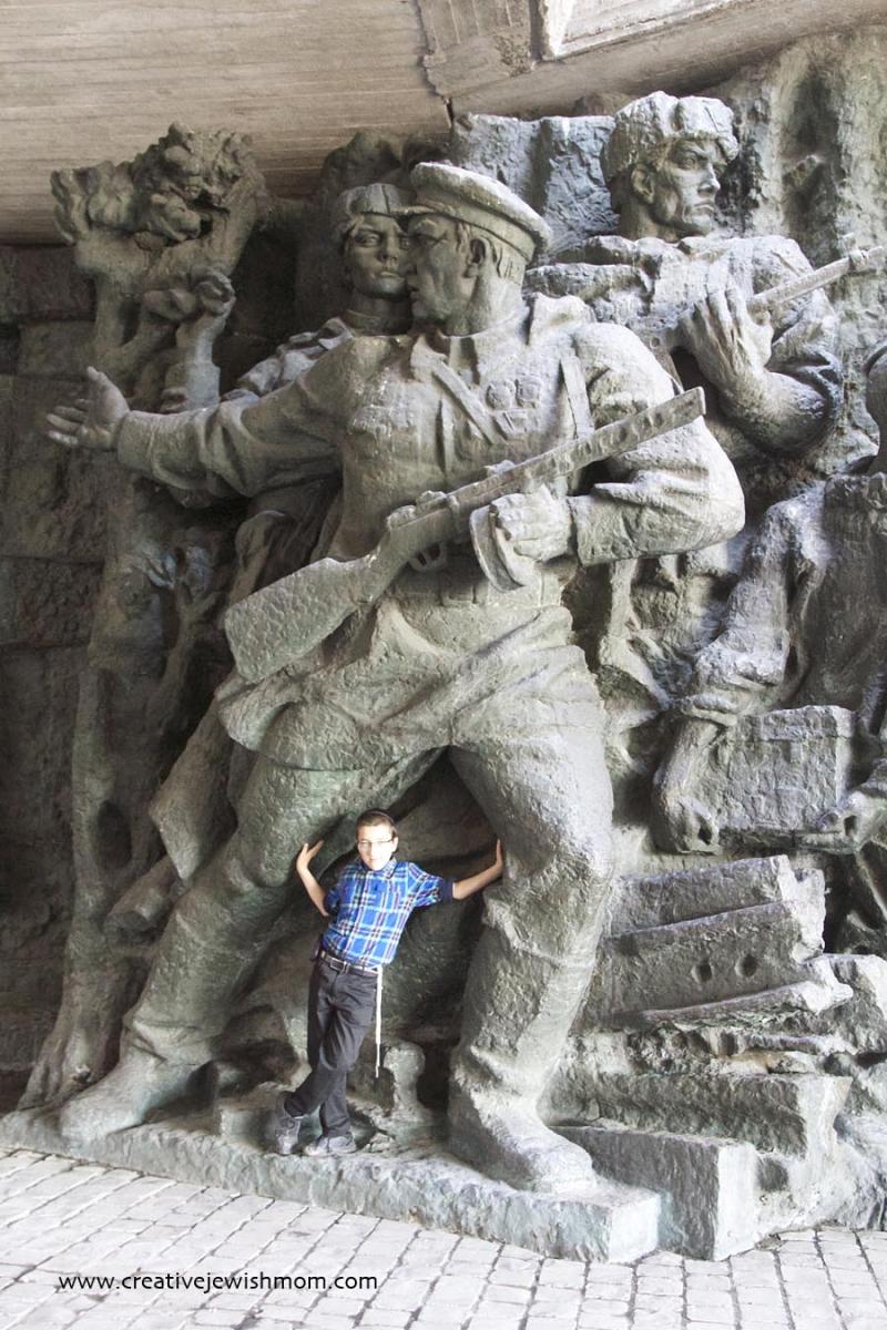Huge World war 2 statues Kyiv