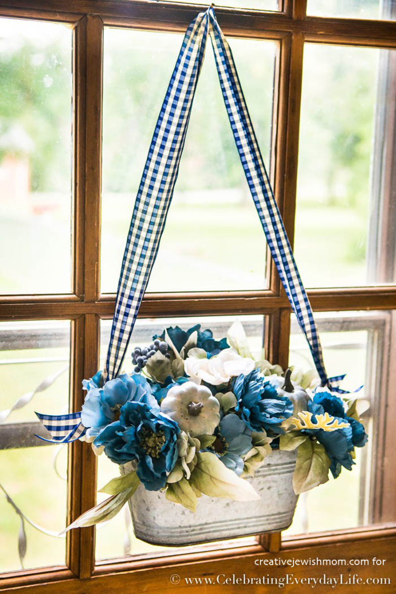 BlueAndWhiteFallDoorDecor