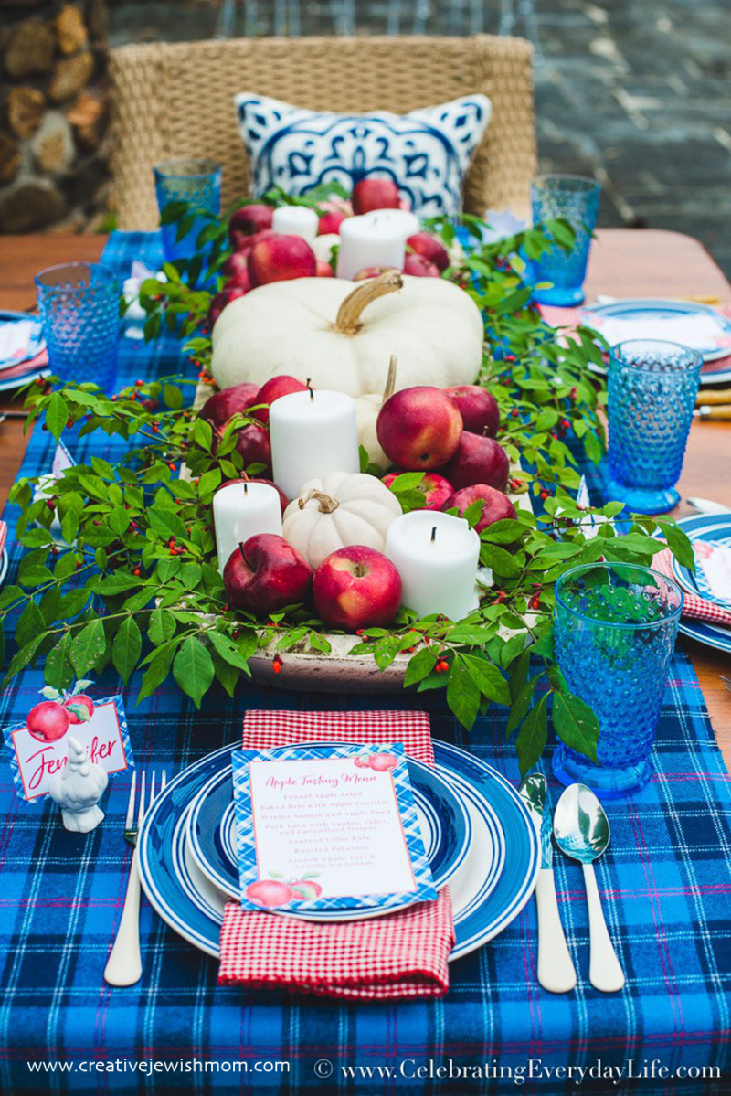How-to-make-an-easy-and-pretty-blue and red-Thanksgiving-centerpiece