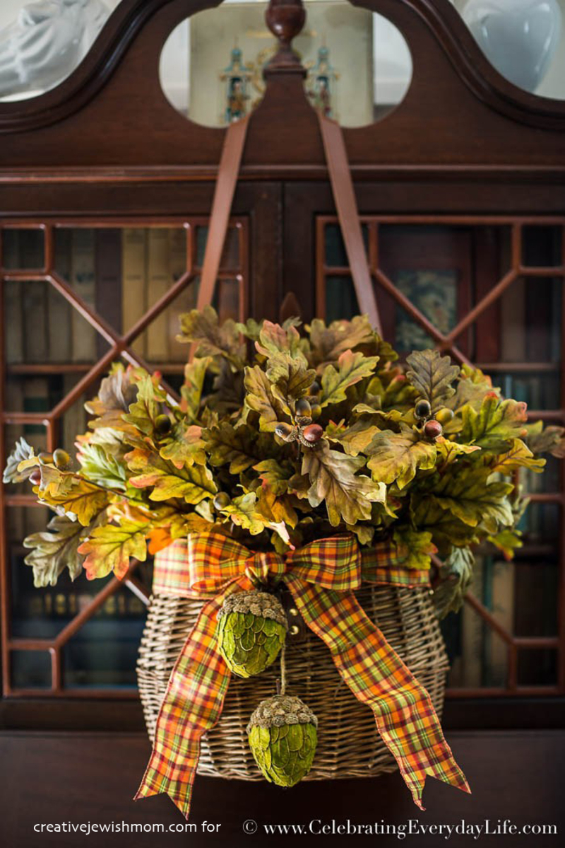 How-to-Make-an-Elegant-Easy-Fall-Door-Decor