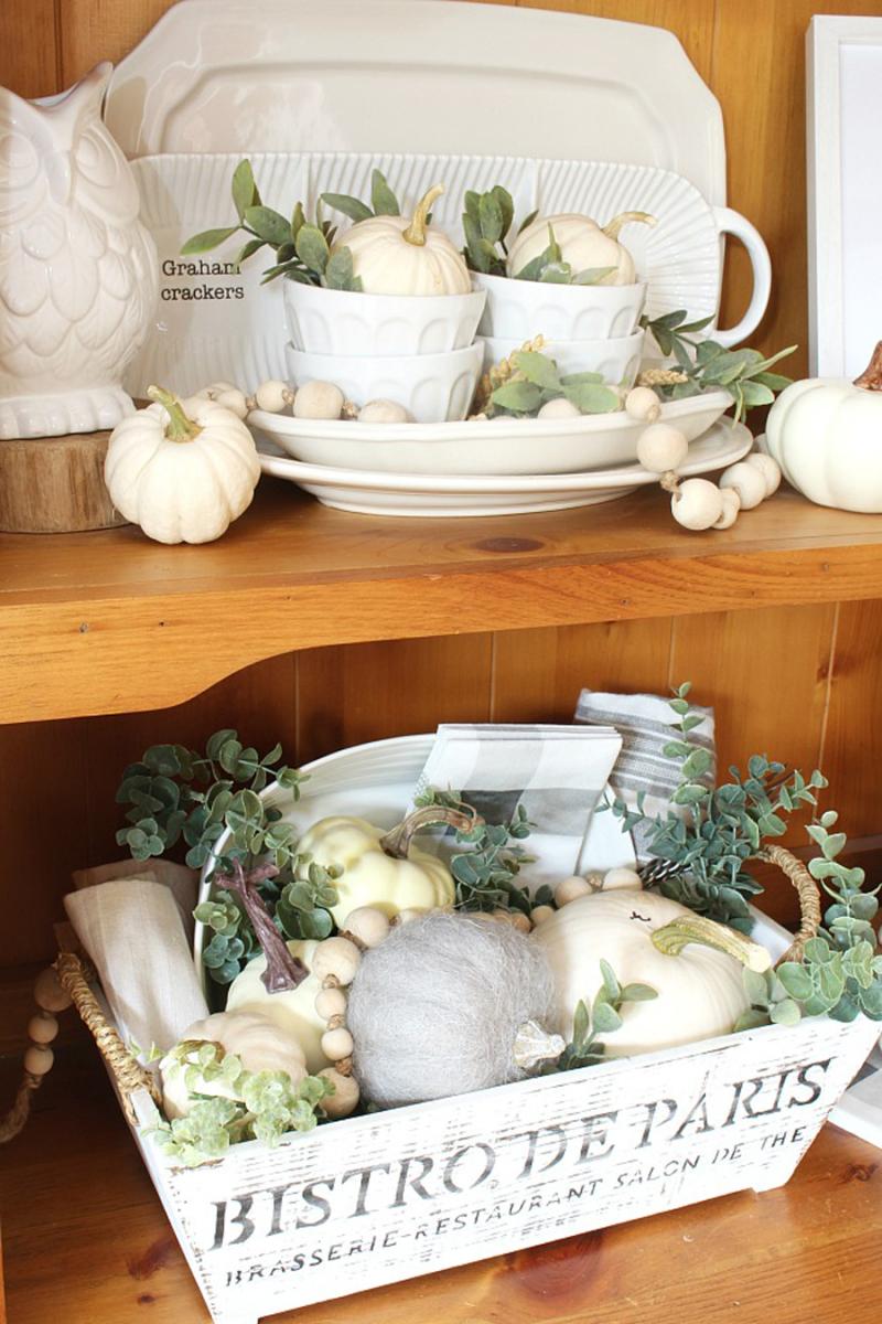 Neutral-Fall-Pumpkin-Decor-dining-room