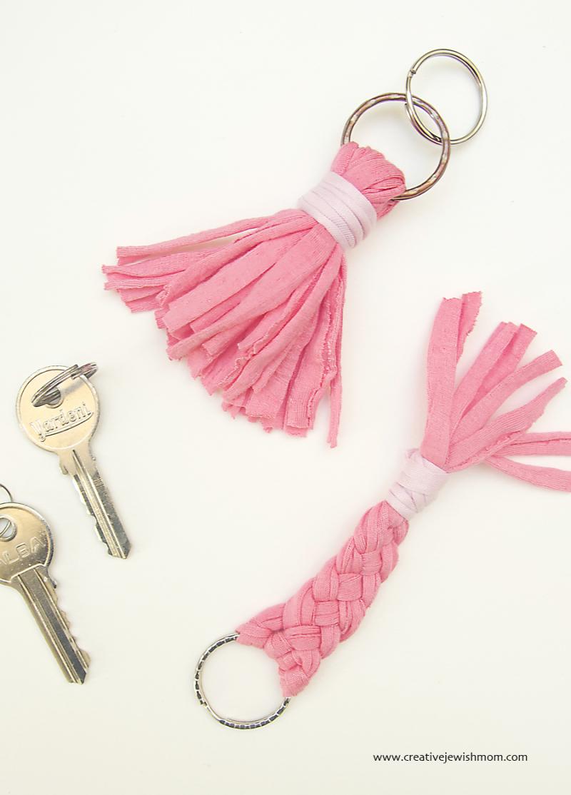 T-shirt yarn tassel keychain