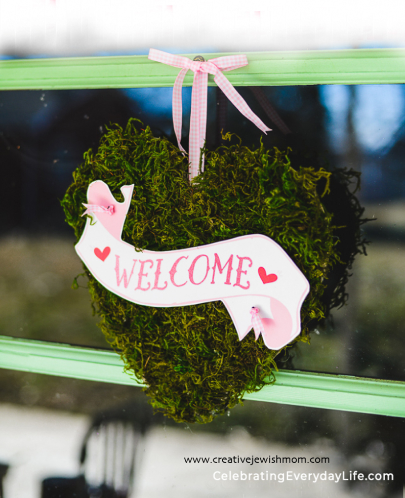 How-to-Make-an-Easy-Valentine-Moss-Heart