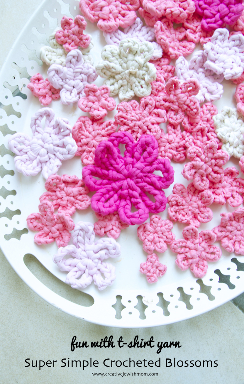 Crocheted one-round-t-shirt yarn flowers