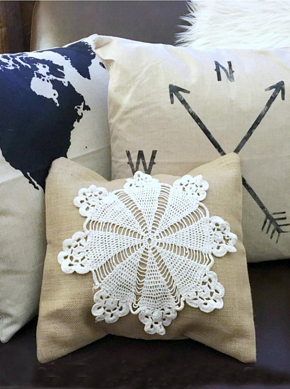 DIY-doily-burlap-pillow-cover
