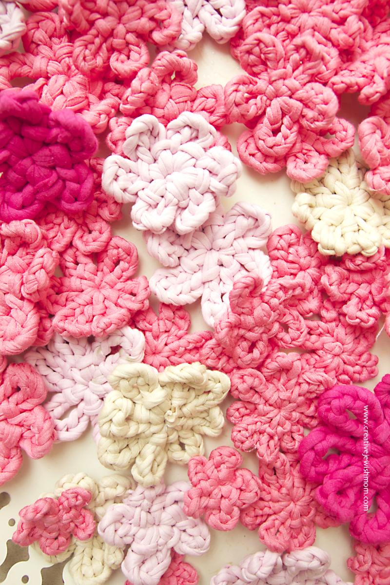 Crochet t-shirt yarn blossoms