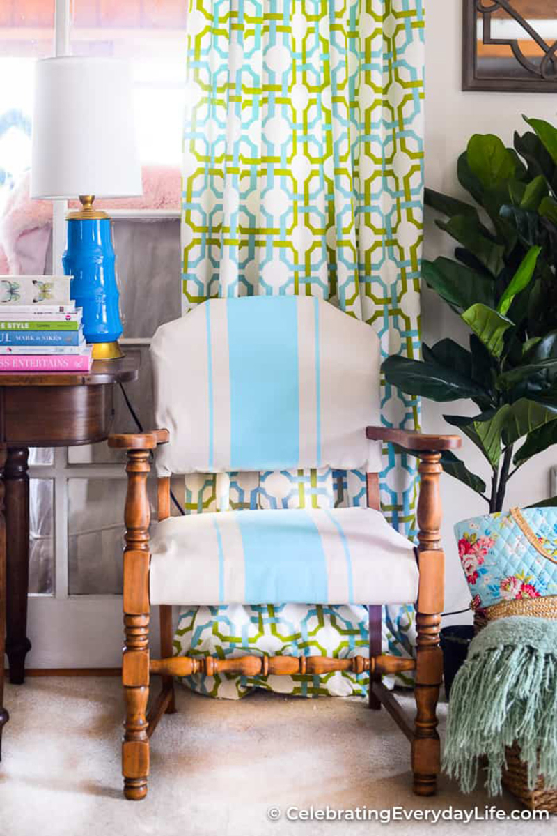 How-to-Chalk-Paint-Fabric-On-Chair