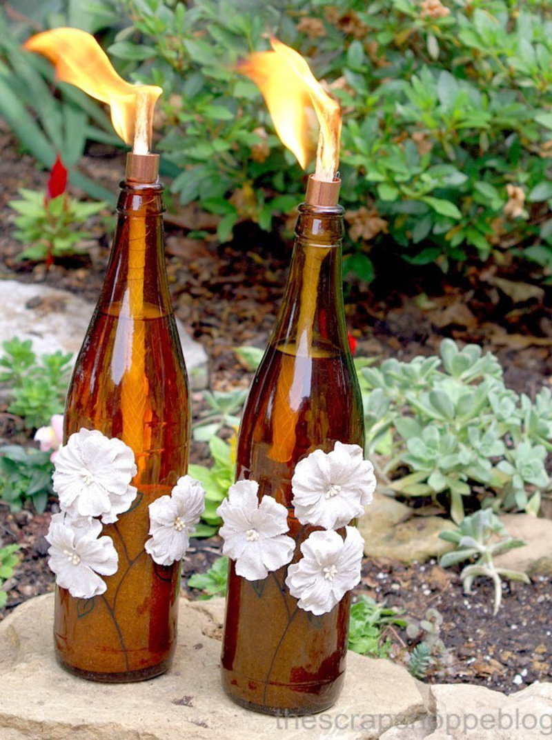 Diy-tiki-torches-with-wine-bottle