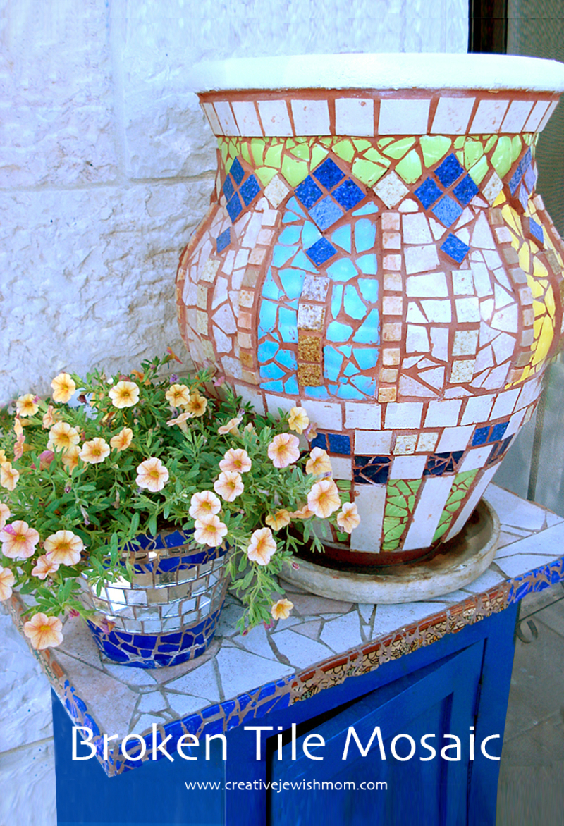 Mosaic-with-broken-dishes-tiles-plant-pot