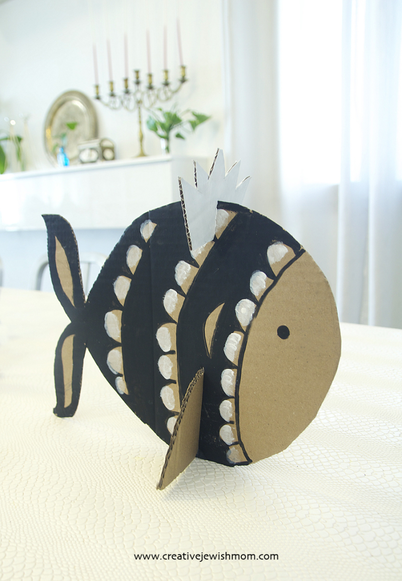 Cardboard-Fish-Centerpiece