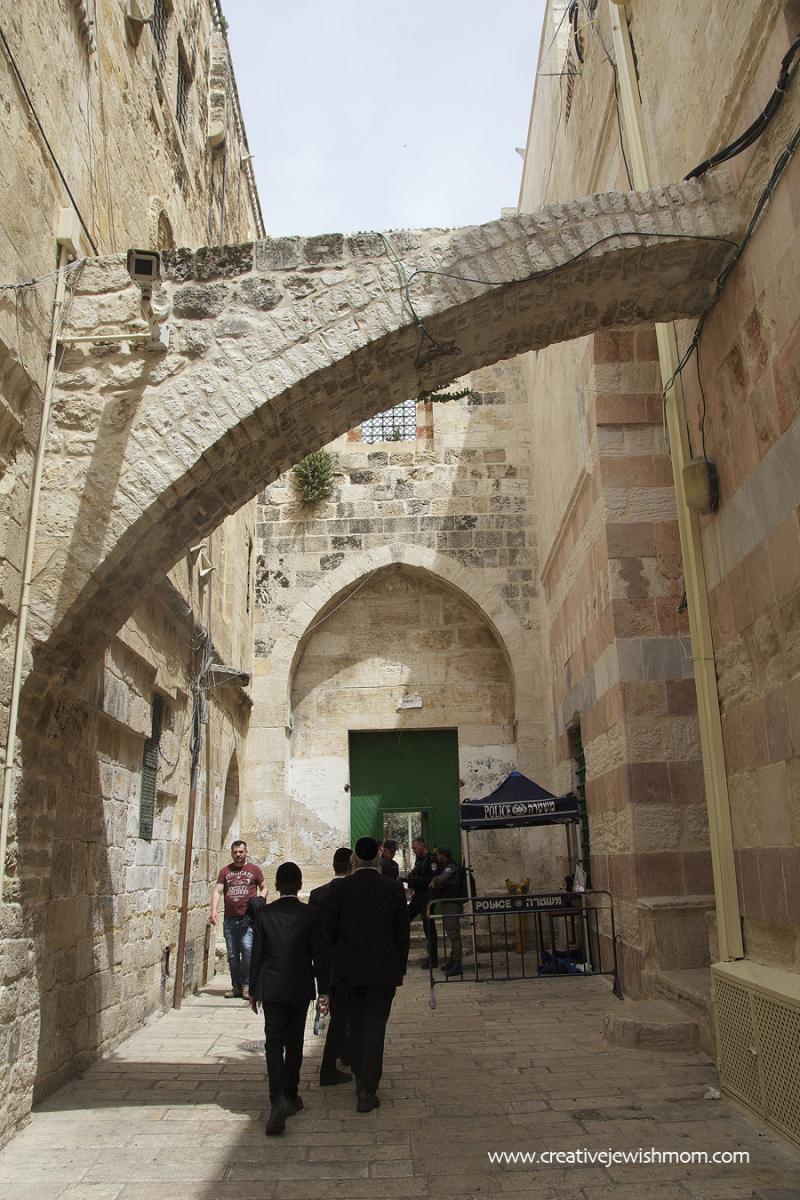 Entrance-to-temple-mount-muslim-quarter
