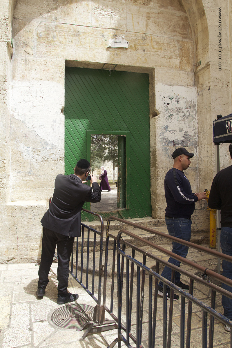 Muslim-quarter-entrance-to-temple-mount