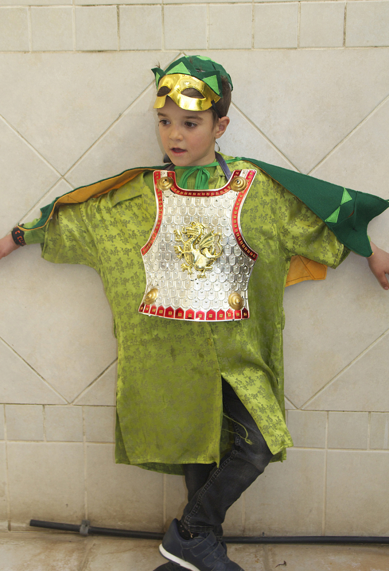 DIY-dragon-king-kids-costume