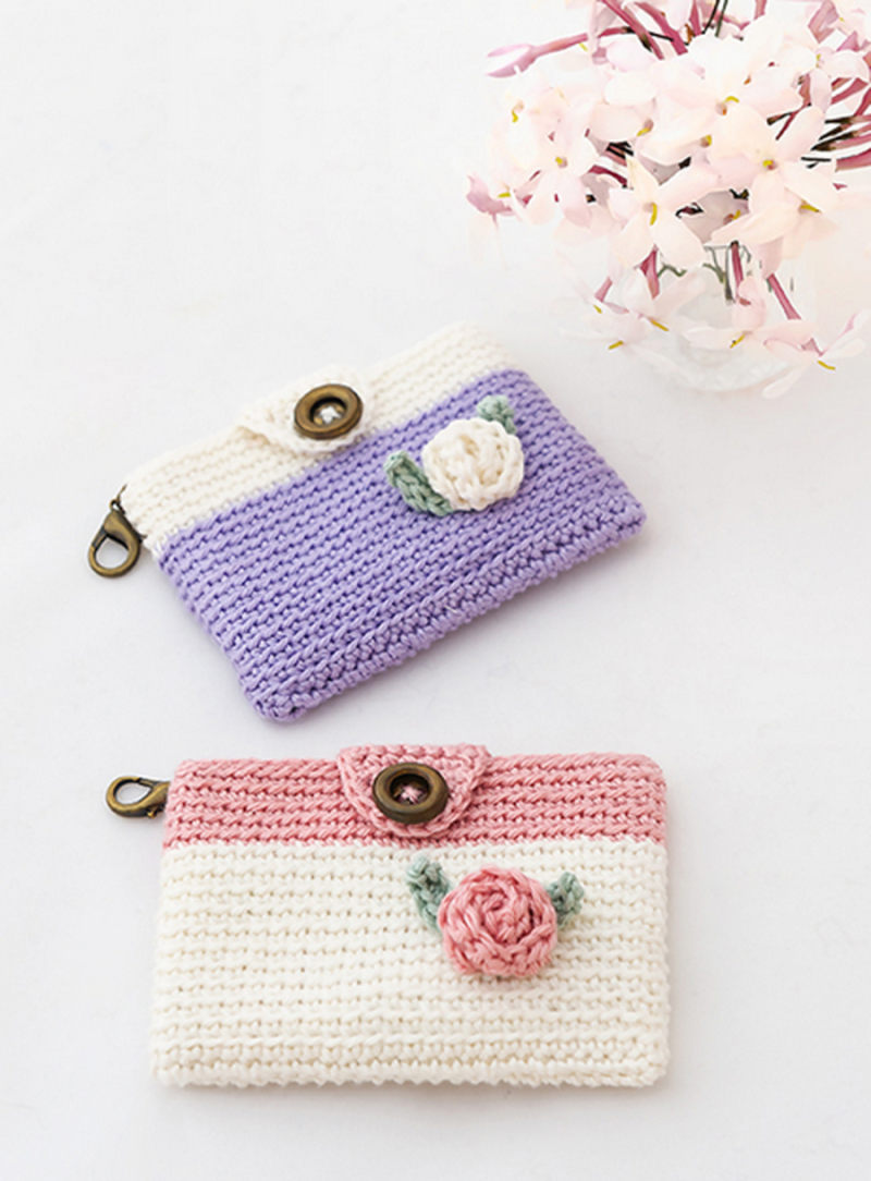 Crocheted mini purses spring