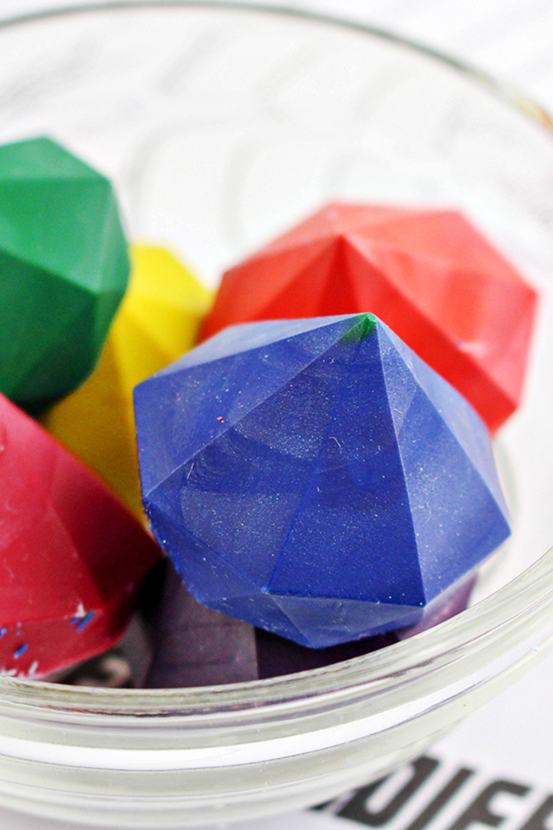 Gem-stone-DIY-crayons