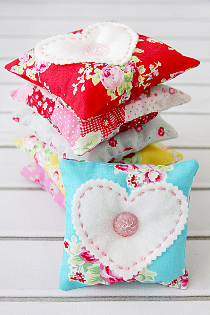 Vintage-look-fabric-Lavender-Sachets-with-heart