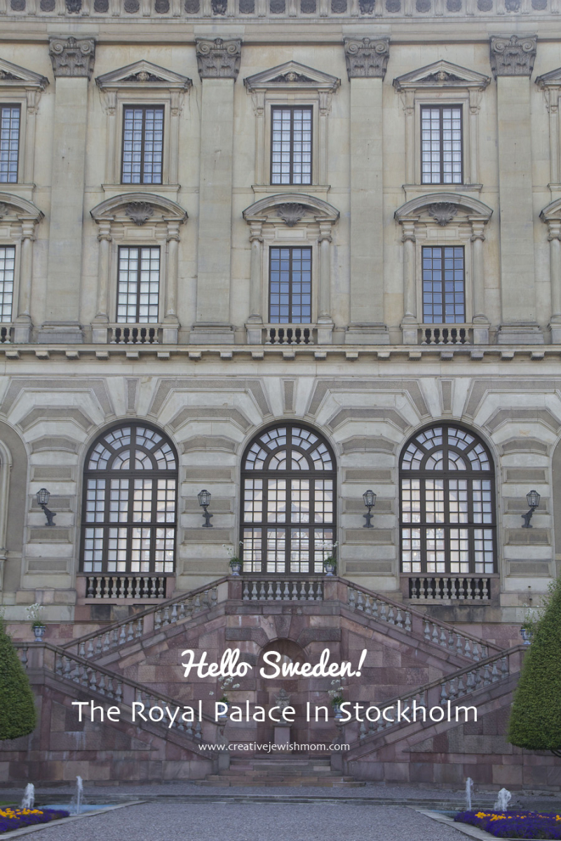 Royal-palace-sweden-front-entrance