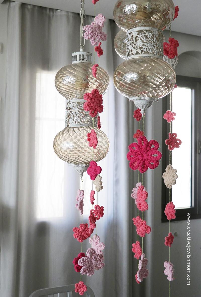 Crocheted-flower-mobile