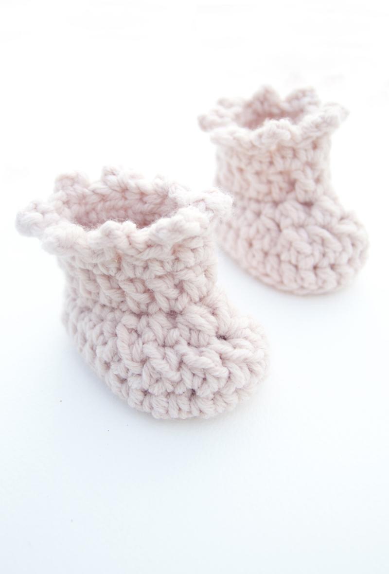Crocheted-quick-newborn-booties