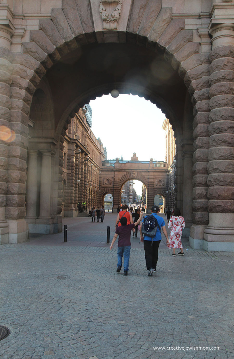 Stockholm-Arches-leaving-Old-Town