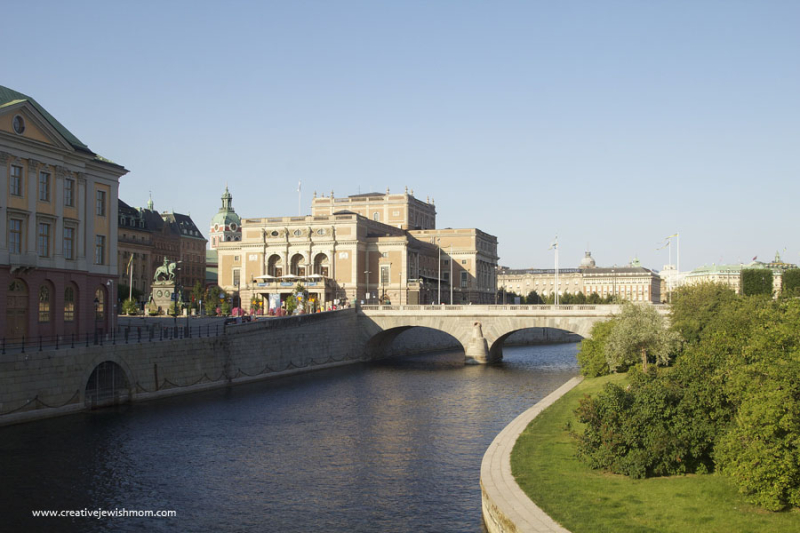Stockholm-Norrbro-bridge-from-Gamla-Stam-to-Parliament