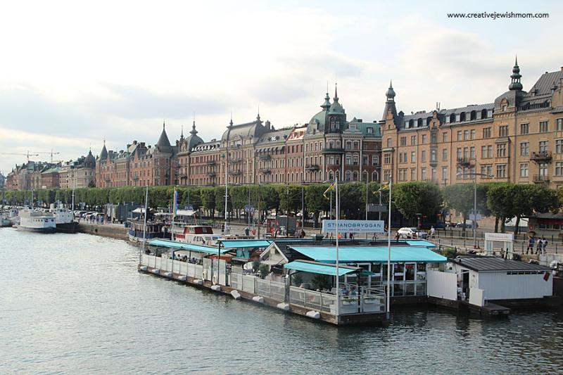 Stockholm-Floating-Bar-On-Strandvagen